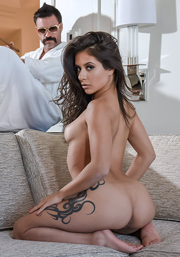 Gorgeous Pornstar Fucks Hard A Big Dick.