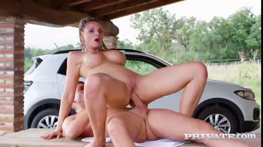 Jolee Love Enjoys Anal In The Great Outdoor.