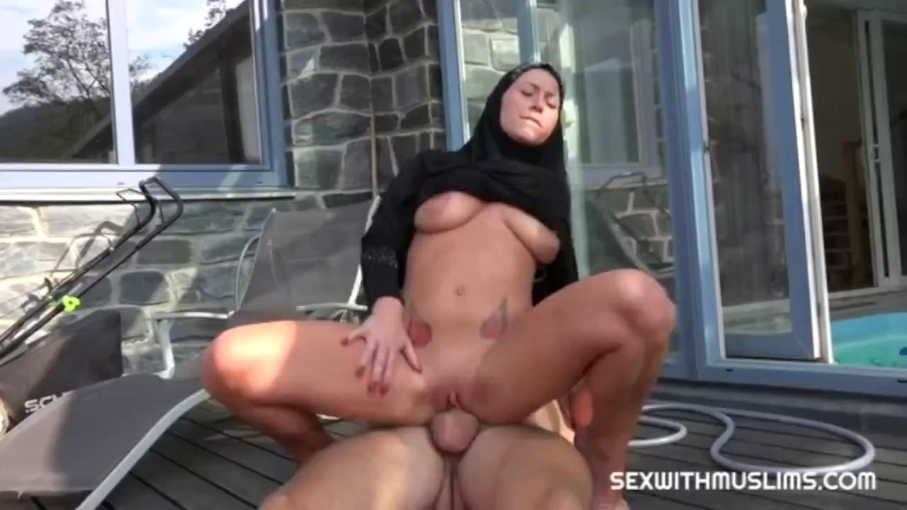 Amazing Hot Muslim With Hijab Fucks A Big Cock.